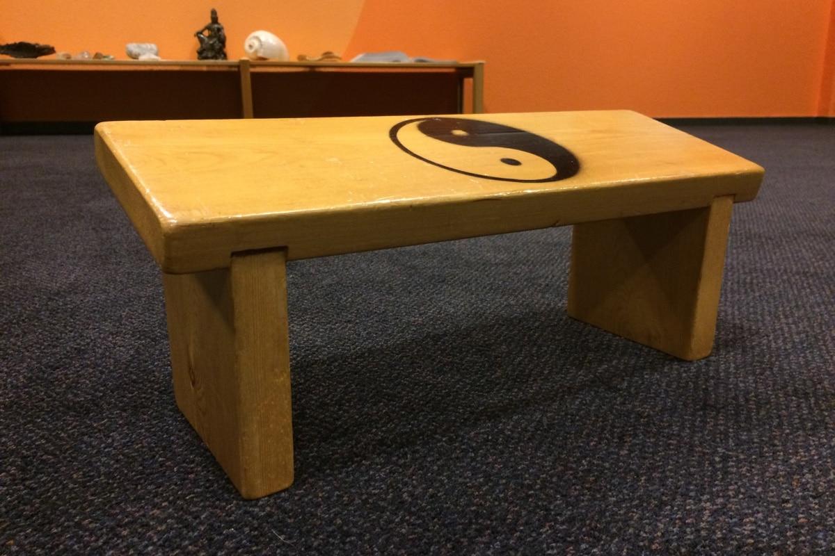Relax More - Een solide bankje, met in de zitting ingelaten en verlijmde staanders.
